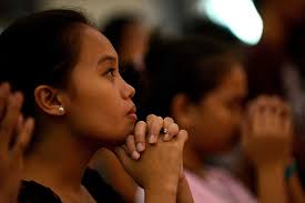 Filipina Praying